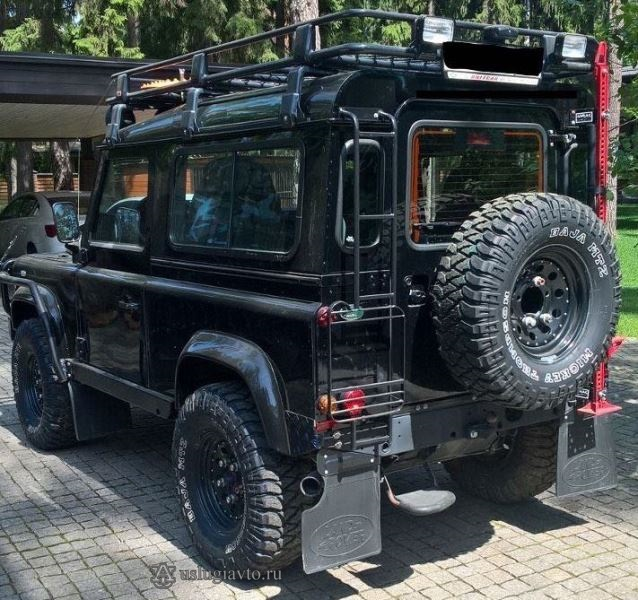 LAND ROVER DEFENDER Задняя часть автомобиля