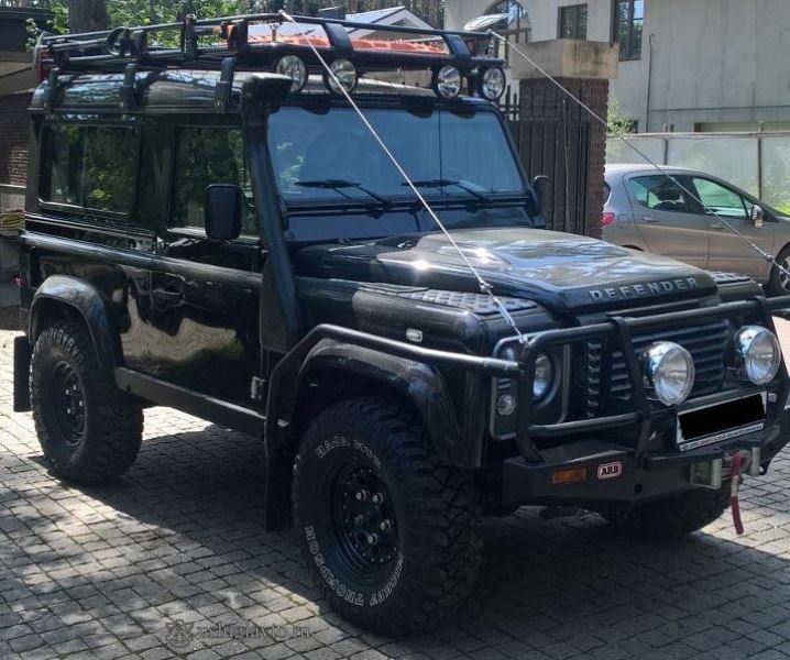 LAND ROVER DEFENDER - Вид сбоку